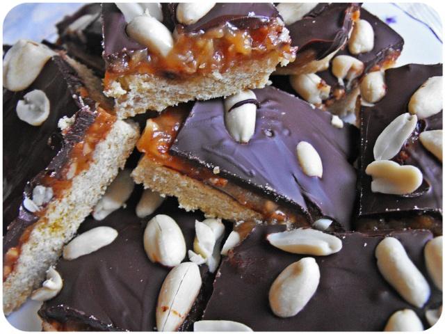 peanut butter shortbread slices